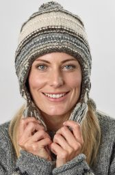 Snowboarder bobble earflap - pure wool - hand knitted - fleece lining - grey / white