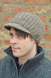 Hand knit - pure wool - ribbed - peak hat - Brown