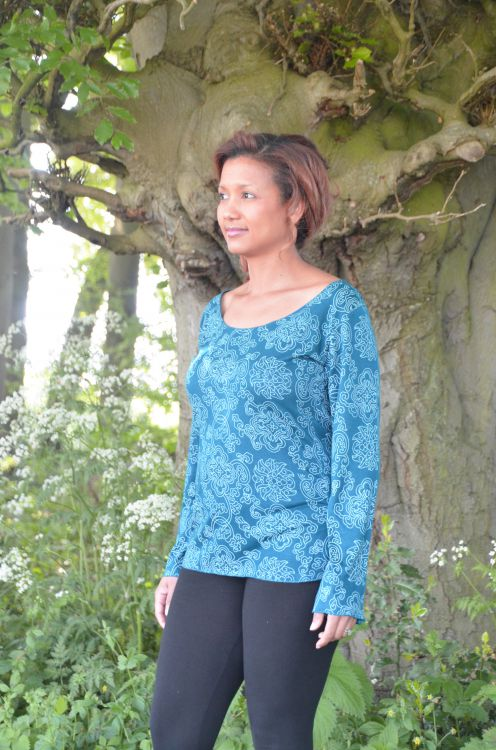 Interlocking patterns - lightweight - scoop neck top - teal