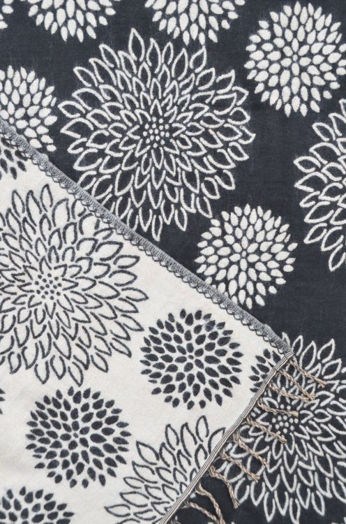 Chrysanthemum - Blanket/shawl - Black/Grey