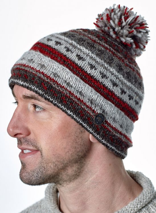Pattern bobble turn up - hand knitted - pure wool - natural brown / red