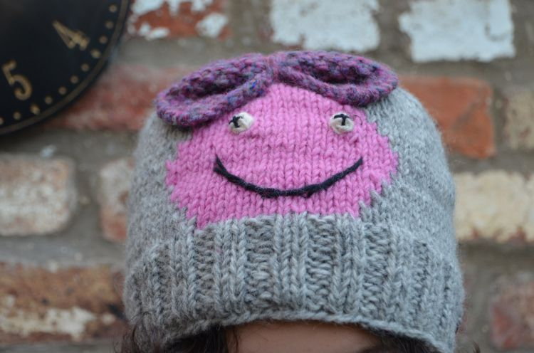 Hand knit   pure wool - face beanie - Chloe